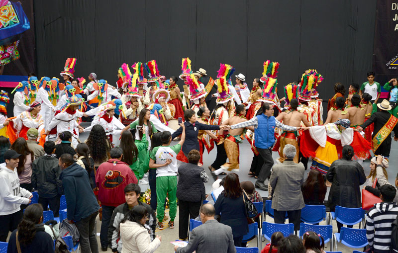 CONTINÚA II FESTIVAL INTERNACIONAL DE FOLKLORE