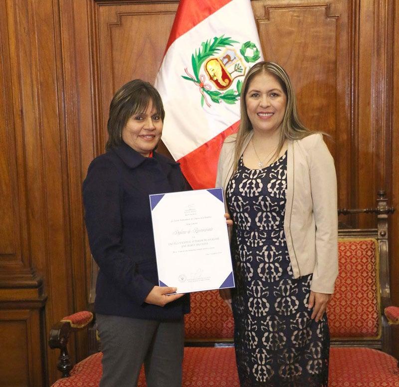 CONGRESO DE LA REPÚBLICA OTORGÓ RECONOCIMIENTO A LA ENSF JOSÉ MARIA ARGUEDAS