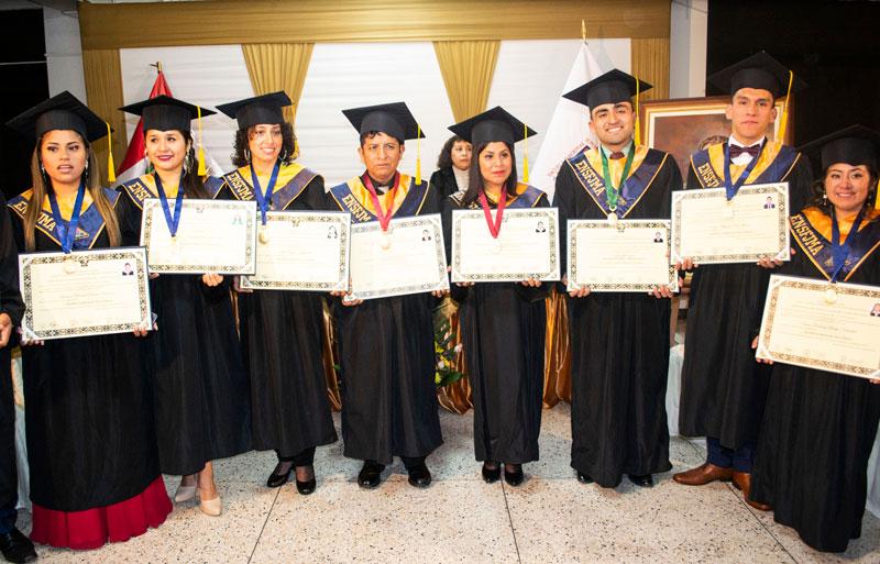 La ENSF José María Arguedas recibió con honores a sus bachilleres y licenciados