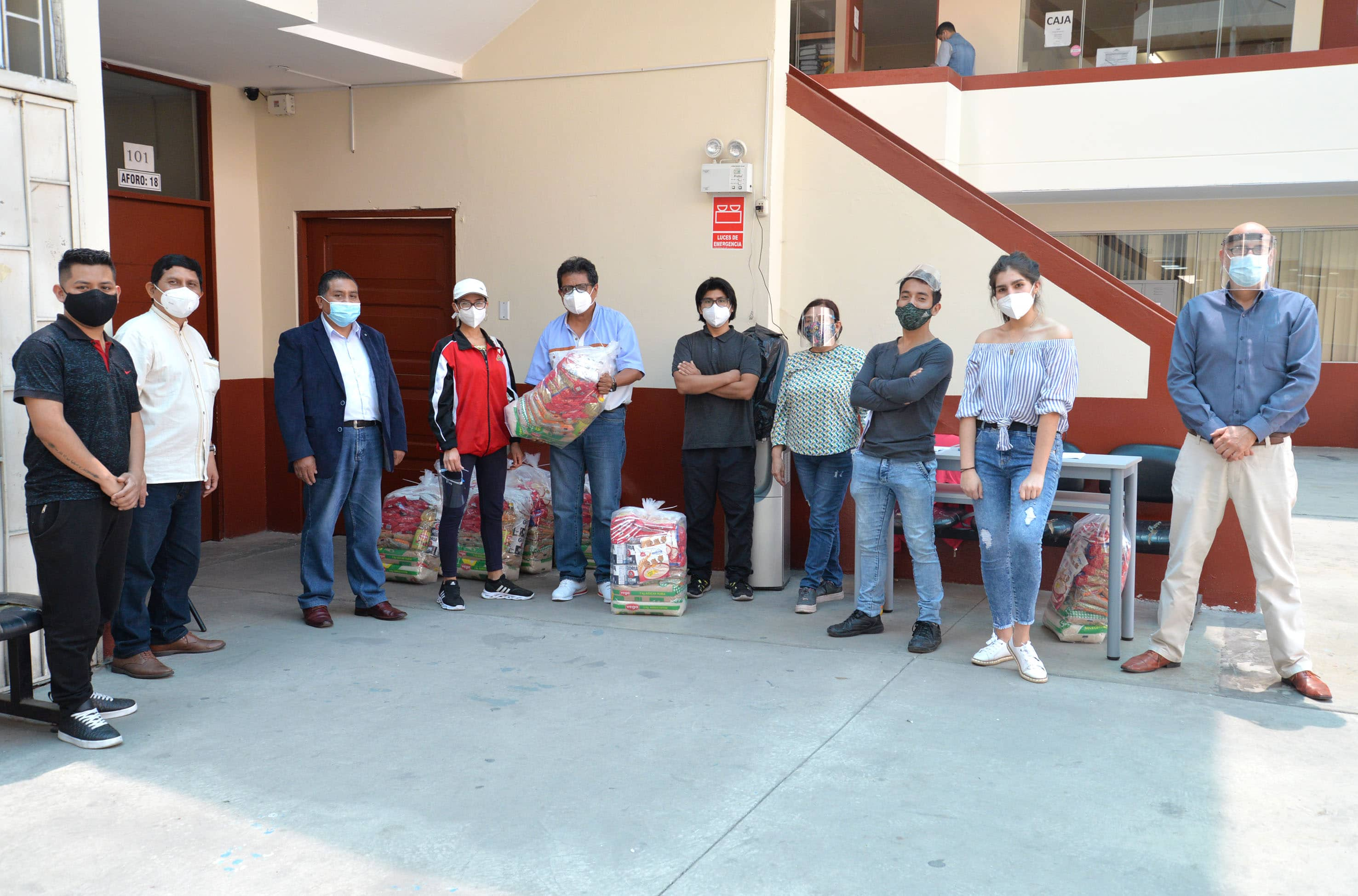 Donativos a alumnos arguedianos